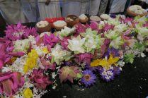 Offrandes temple de la Dent de Bouddha - Kandy