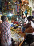 Étalage d'épices et autres - Marché de Kandy