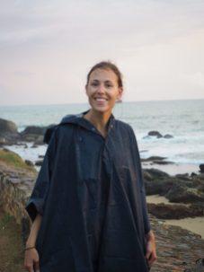 Elise sous la pluie, juste avant le coucher du soleil