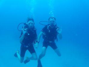 """Ju & Li, lors de leurs 4ème et dernière plongée de leur formation """"open water"""". Tout est OK !"""
