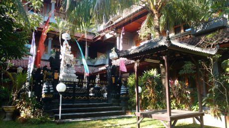 Même dans les hotels il y a des temples !