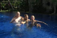 Dans la piscine de l'hotel