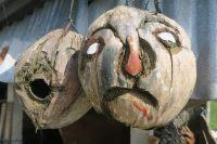 Sculptures dans des noix de coco
