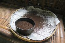 Le café balinais, servi moulu directement dans la tasse