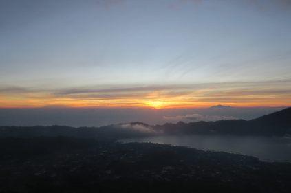 Le soleil effleure l'horizon