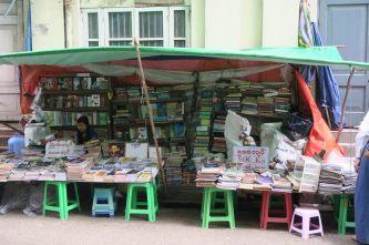 Vendeurs de bouquins, 37st street, Yangon
