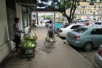 Porteurs de fruits et légumes, Yangon