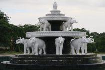 """La fontaine à l'intérieur du """"parc du peuple"""""""