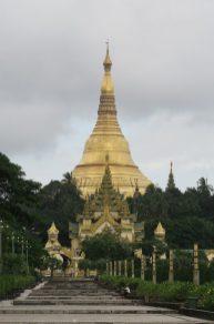 Vue sur la pagode Shwedagon depuis le parc du peuple