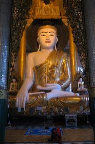 Une icone de Buddha à l'intérieur du complexe