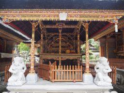Hotel à l'intérieur du temple de Tirta Empul