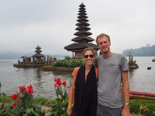 "Les tours (""meru"") du temple de Ulun Danu Bratan"