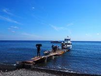 """Chargement de notre """"fast boat"""" à destination de Gili Air, d'abord les bagages..."""