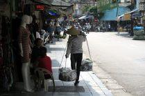 Dans la rue, mélange de tradition et de modernité