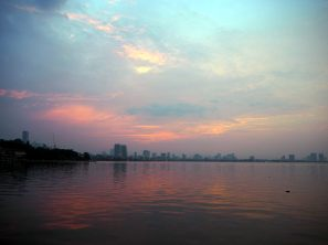 Le lac de l'ouest au coucher du soleil