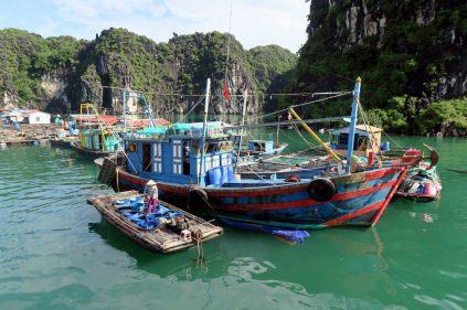 Approvisionnement en eau douce ! Le petit bateau à gauche fait sa tournée