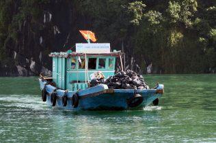 Un bateau-poubelle