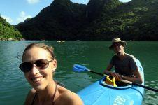 En kayak, dans un lagon intérieur