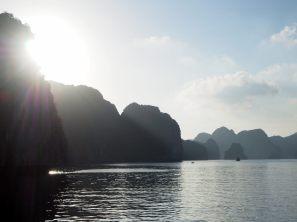 Coucher de soleil sur les pics rocheux
