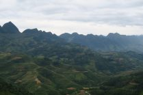De nombreuses rizières en terrasse sur les flancs des montagnes
