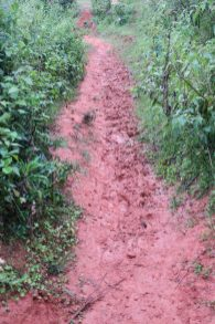La boue sur les chemins après la pluie