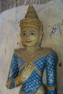 Sculptures à l'intérieur d'une pagode
