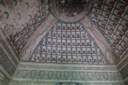 Fresques à l'intérieur d'une pagode