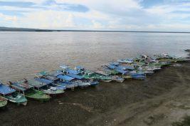 La rivière Ayeyarwaddy et ses bateaux