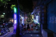 Ventes de lumières pour le festival Full Moon à Mandalay