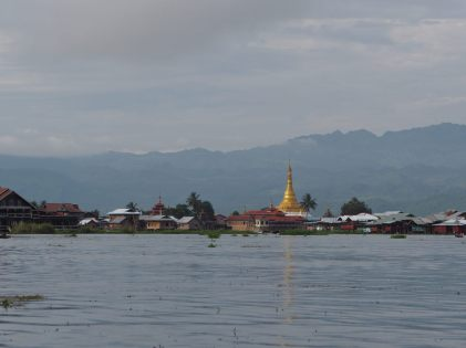 Une pagode sur le lac Inle
