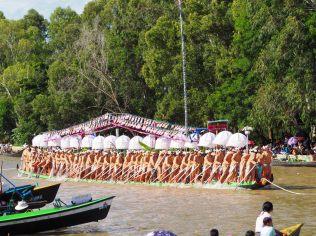 Une des barques de la procession