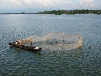 Les pêcheurs dans le lac Taungthaman