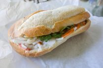 """Un sandwich """"Banh Mi"""", par sstrieu (https://www.flickr.com/photos/sstrieu/)"""