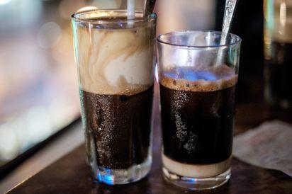 Egg coffee et café au lait concentré, par Michelle Lee (https://www.flickr.com/photos/michellerlee/)