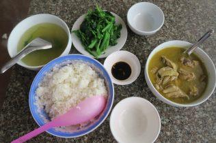 Bouillon de poulet et légumes, mangé dans le Nord...sans gout malheureusement...