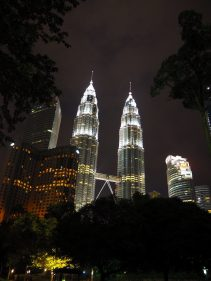 Les Petronas tower de nuit