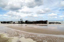 L'épave du SS Mahona, qui se fait progressivement ronger par les éléments