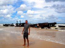Julien devant le SS Maheno