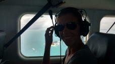 Elise lors du survol en avion