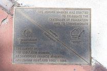 A la gare de Wallangarra, plaque indiquant la frontière entre les deux états