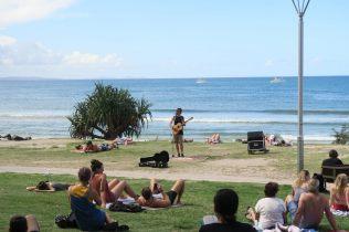 Détente sur la plage avec de la musique