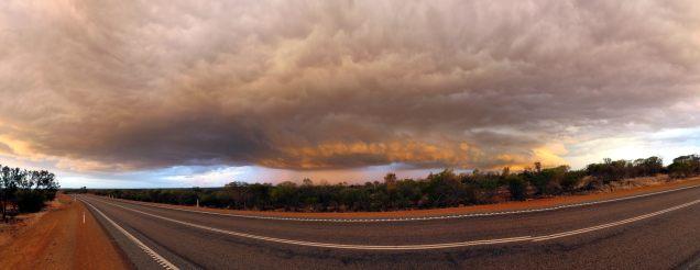 Vue panoramiqu de l'orage qui se dirige vers nous