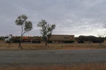 Un road train sur la route vers Exmouth