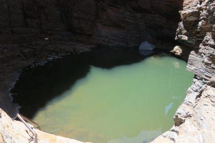 Handrail pool