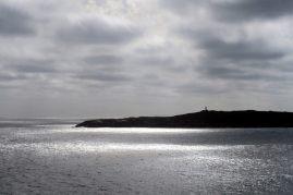"""Vue sur un phare depuis les """"blowholes"""""""