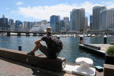 Julien songeur à Darling Harbour