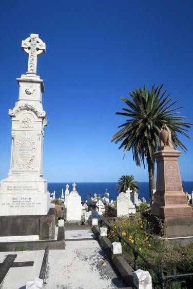 """Passage dans un cimetière lors de la balade le long de la """"coastal walk"""" de Bondi à Coggee"""