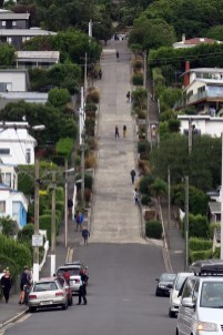 """La rue """"la plus pentue du monde"""" vue d'en bas"""