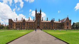 Vue externe du vieux batiment de l'université de Sydney