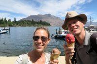 A Queenstown devant le lac Wakatipu avec une énorme glace de chez Patagonia ;)